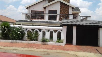 Property For Sale in Mofolo Central, Soweto
