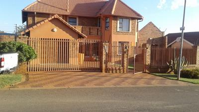 Property For Sale in Zakariyya Park, Johannesburg